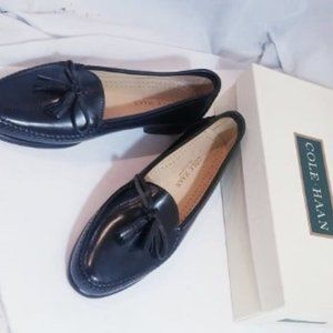 Cole Haan Woman Black Leather bow tassel loafer 9M